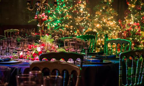 Decoración floral con decoración de navidad 00 | La Florería