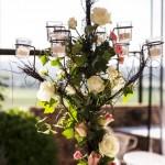 Diseño y creación de centro de mesa con candelabro de jardín | La Florería