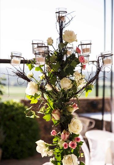 Centro de mesa con candelabro de jardín