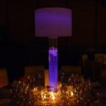 Diseño y creación de centro de mesa luz morada en Bell Recó | La Florería