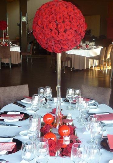 Centro de mesa con esfera de rosas