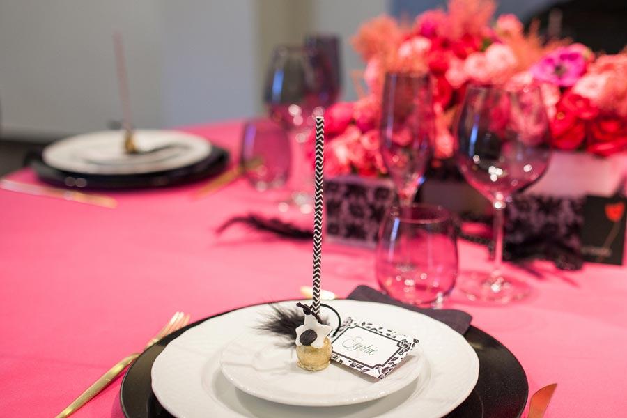 Detalle centro de mesa con inspiración Burlesque