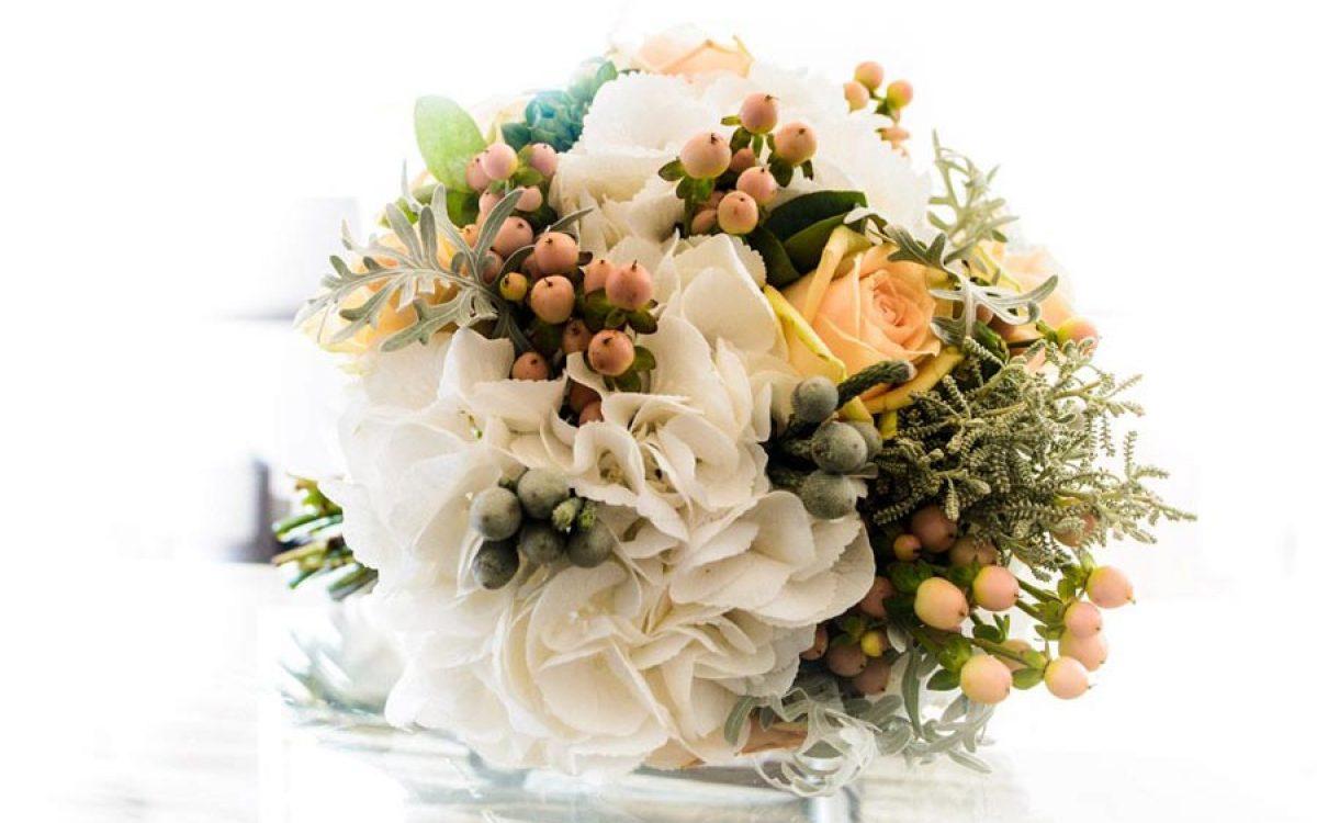 Diseño y creación de ramo de novia soft peach para ceremonia 00 | La Florería