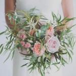 Diseño y creación de ramo de novia desenfadado en tonos rosas y verdes 00 | La Florería