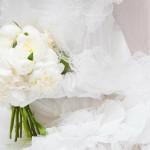 Ramo de novia clásico con rosas blancas en Barcelona 00 | La Florería