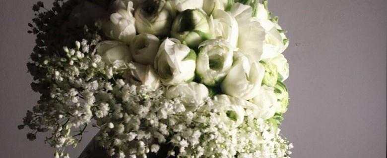 Ramo de novia con<br>ranúnculos blancos
