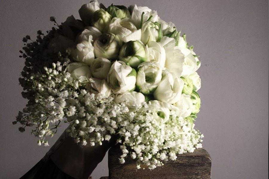 Diseño y creación de ramo de novia elaborado por ranúnculos blancos 00 | La Florería