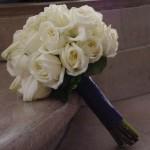 Diseño y creación de ramo de novia elaborado con rosas blancas |La Florería
