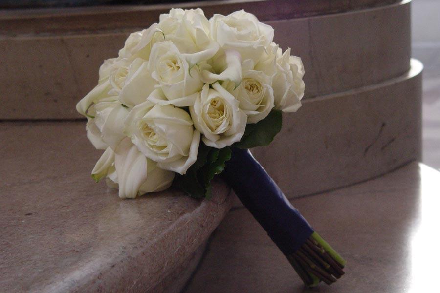 Ramo de novia <br> rosas blancas