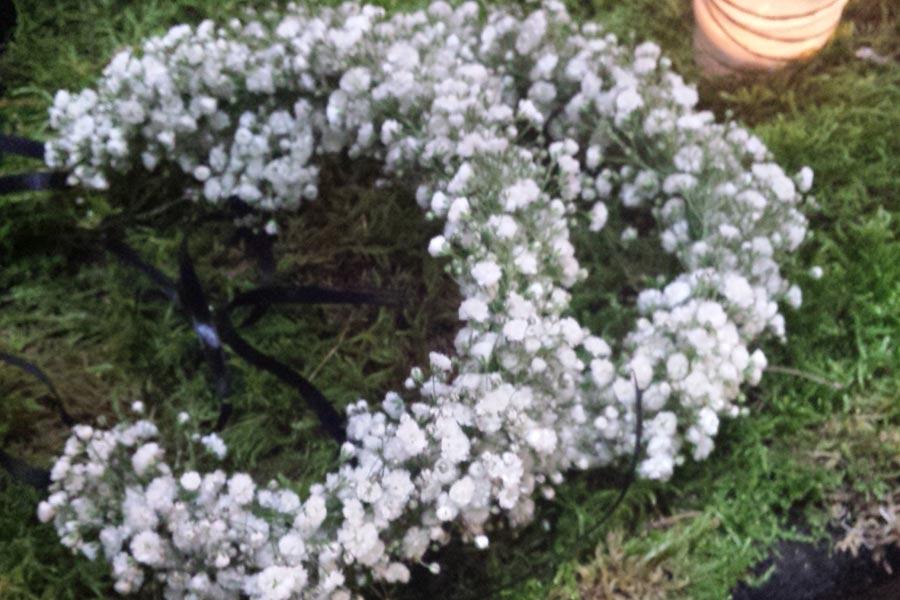 Corona de  flores gypsophila para damas de honor