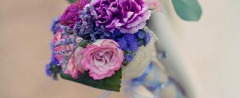 Detalle en flor en tonos morados y rosas