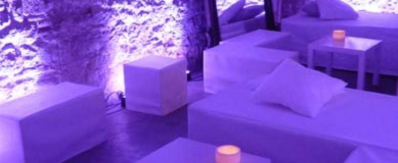 Decoración de espacio chill out en Palacio Barroco de Barcelona