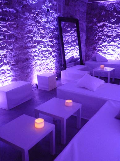 Decoración de espacio chill out en Palacio Barroco de Barcelona