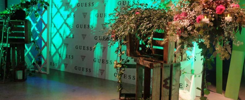 Decoración evento Guess