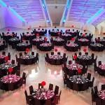 Centro de mesa esfera en alto con claveles rojos | La Florería