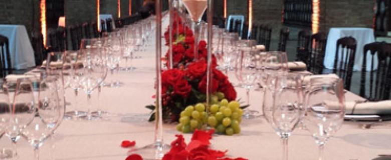 Centro de mesa Codorniu con copa en vela blanca