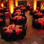Diseño y creación de centro de mesa con velón rojo | La Florería