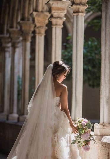 Ramo en cascada de peonias rosas para boda diseñado por La Florería | La Florería