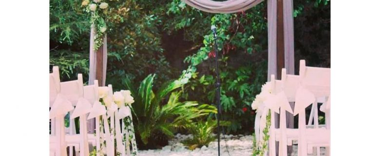 Ceremony with shrine flowers in mauve clours
