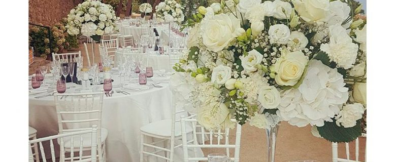 Centerpiece decoration with white flowers
