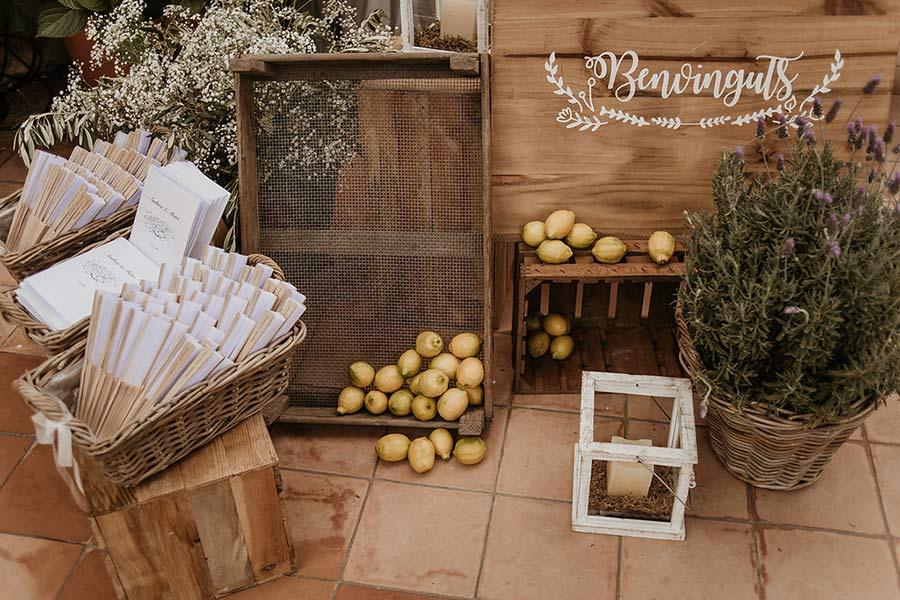 Decoración floral en boda en el Convent de Blanes por La Florería 00 | La Florería