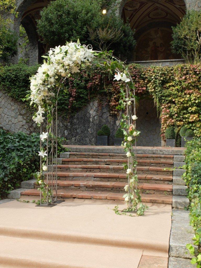 Arreglo con flores blancas | La Florería